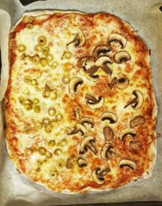 פיצה עם יוגורט